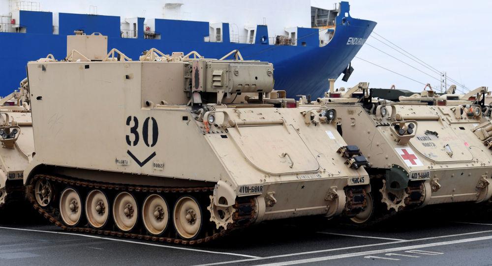 Tanková brigáda USA v německém přístavu Bremerhaven