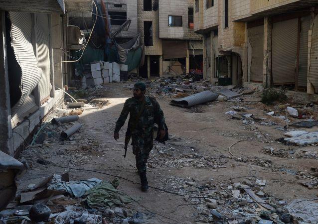 Bojovník SSA ve městě Darája