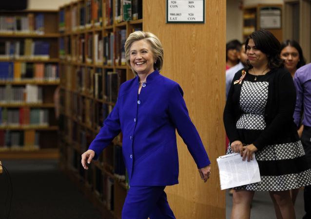 Bývalá ministryně zahraničních věcí USA, kandidátka na prezidentku USA Hillary Clintonová.