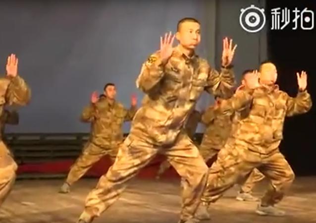Tanec čínských vojáků