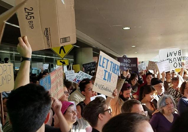 Protestní akce proti Trumpovu rozhodnutí