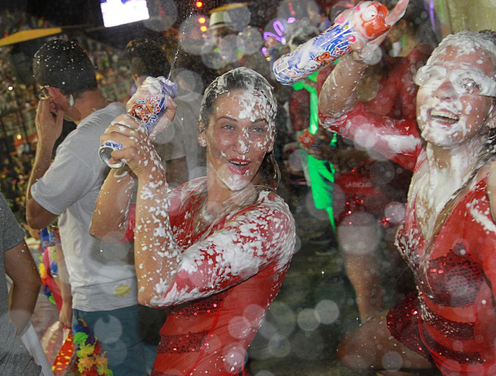 V průběhu karnevalu přijíždí do Encaraciónu spousta turistů, většinou z Brazílie a Argentiny