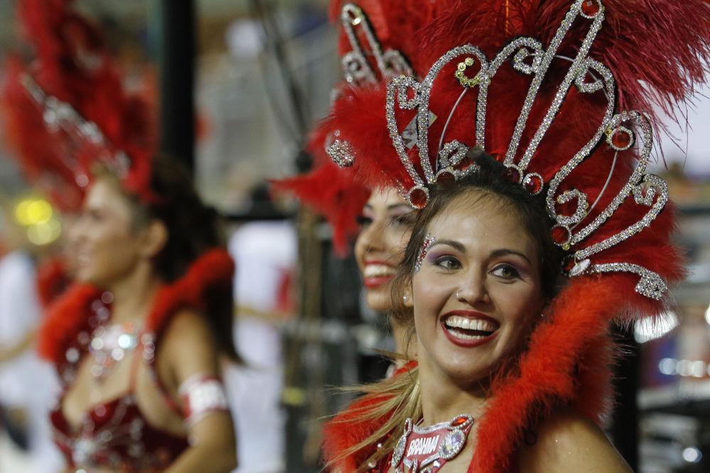 Tanečnice na karnevalu v Encarnacónu