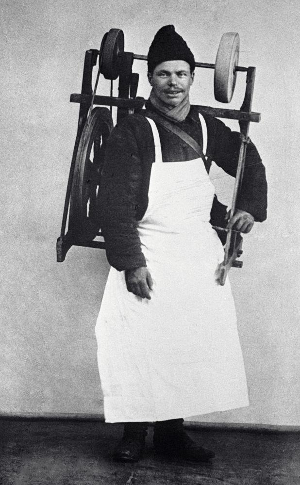 Moskevský brusič nožů, rok 1913