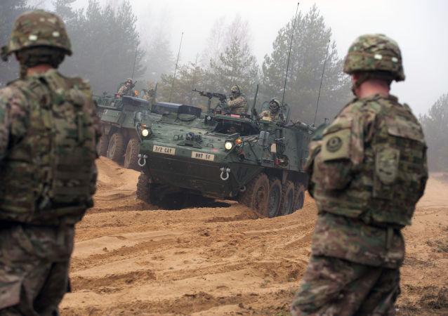 Společná cvičení kanadských a lotyšských vojáků