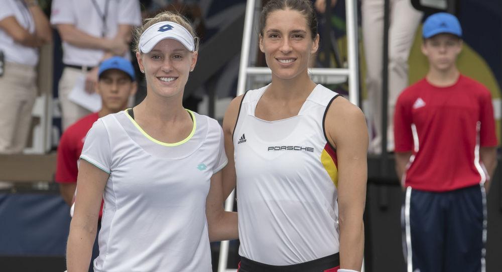 Alison Riskeová a Andrea Petkovičová