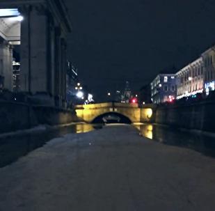 Na motorce po kanálech Petrohradu