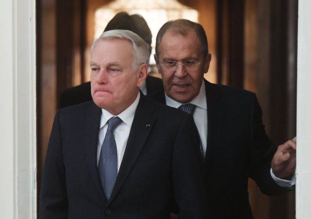 Jean-Marc Ayrault a Sergej Lavrov