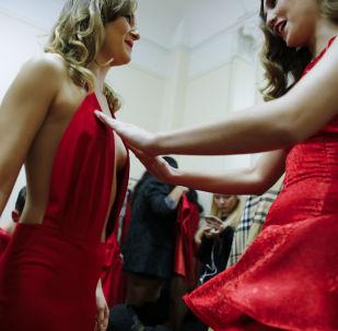 Modelky před zahájením defilé Edwing D'angelo na Týdnu módy v New Yorku