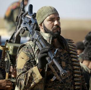 Bojovníci kurdsko-arabské aliance v okolí Rakky
