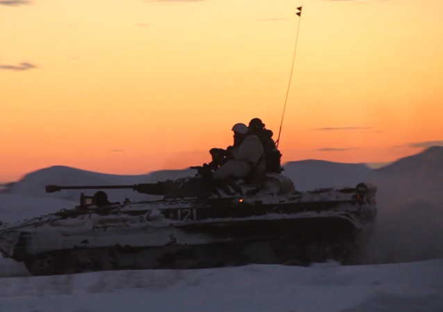 Útok a manévry potmě: taktika nočního boje na cvičení ruských vojáků