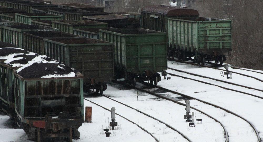 Vagony s uhlím v Doněcku
