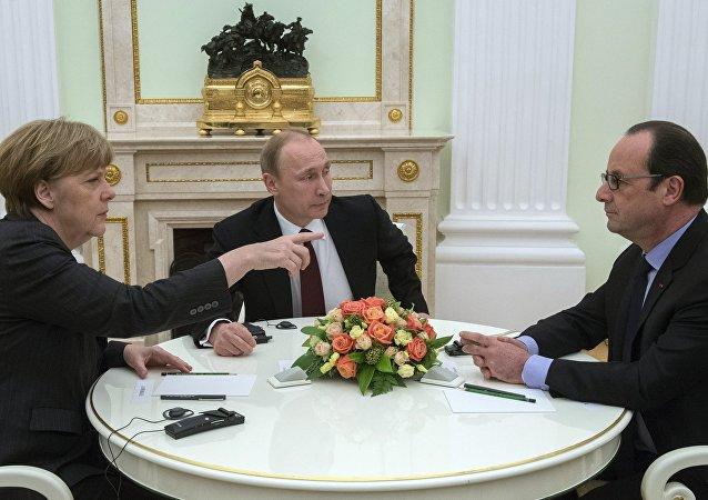 Angela Merkelová, Vladimir Putin a Francois Hollande
