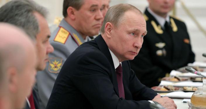 Ruský prezident Vladimir Putin během setkání s důstojníky Severní flotily