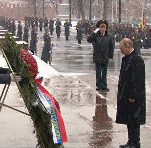 Putin položil věnec ke Hrobu Neznámého vojína v Alexandrovském sadu