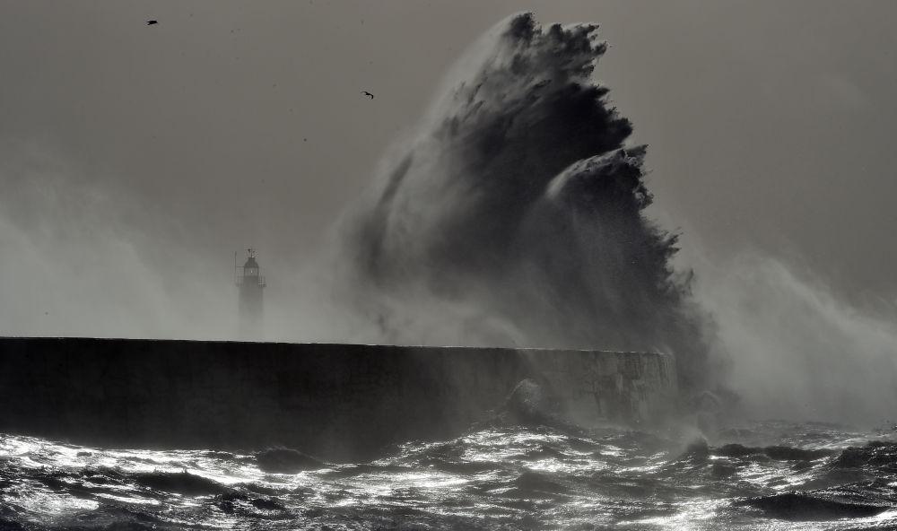 Bouře Doris na jižním pobřeží Anglie