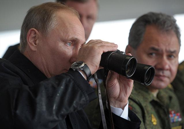 Vladimir Putin a Sergej Šojgu