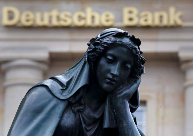 Socha před budovou Deutsche Bank ve Frankfurtu