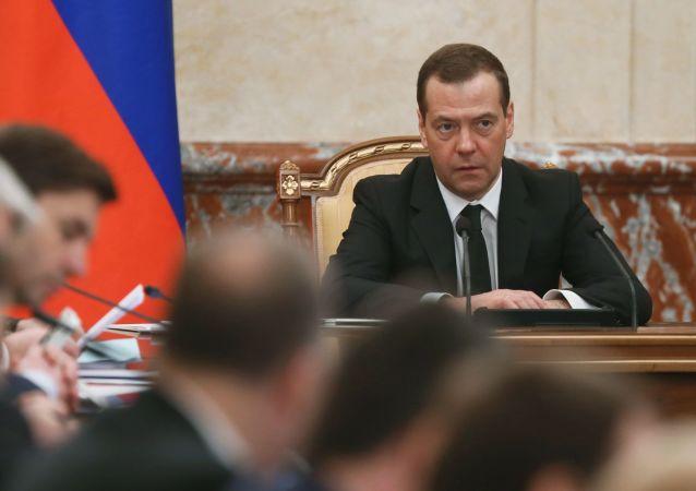 Ruský ministerský předseda Dmitrij Medveděv během zasedání vlády