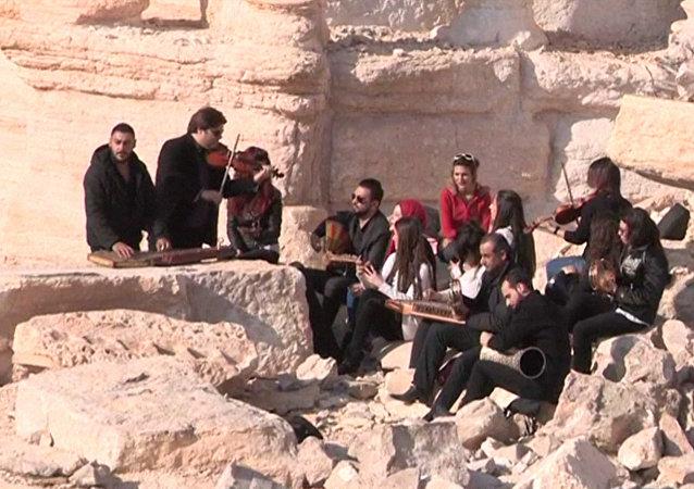 Syrští hudebníci vystoupili v Římském amfiteátru