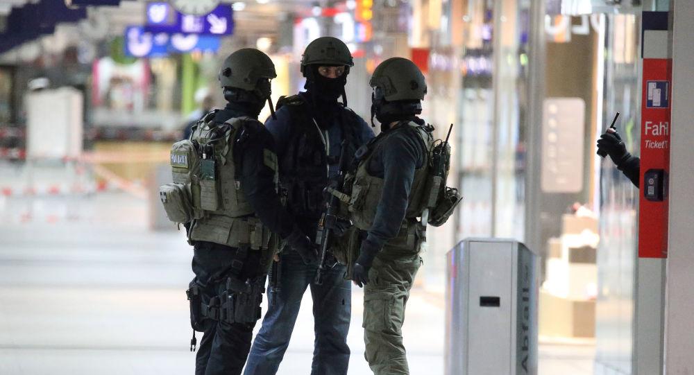 Policie na nádraží v Düsseldorfu