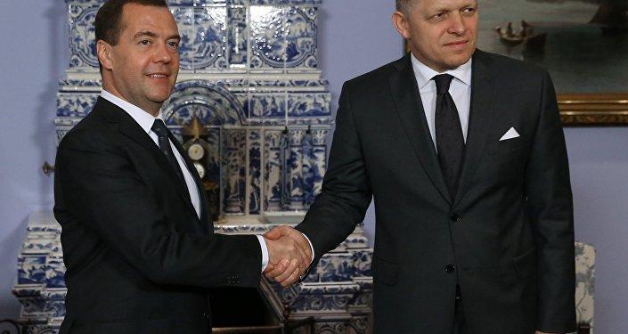 Ruský premiér Dmitrij Medveděv a slovenský premiér Robert Fico