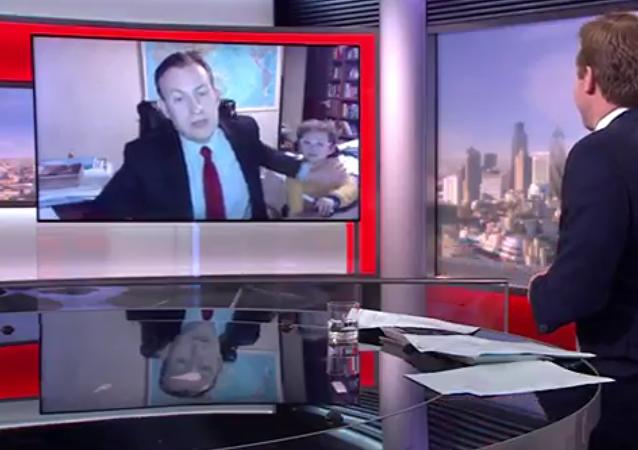 Děti div nepřerušily živý přenos BBC