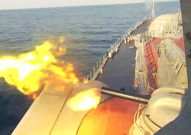 Dělostřelecká palba torpédoborce Bystryj