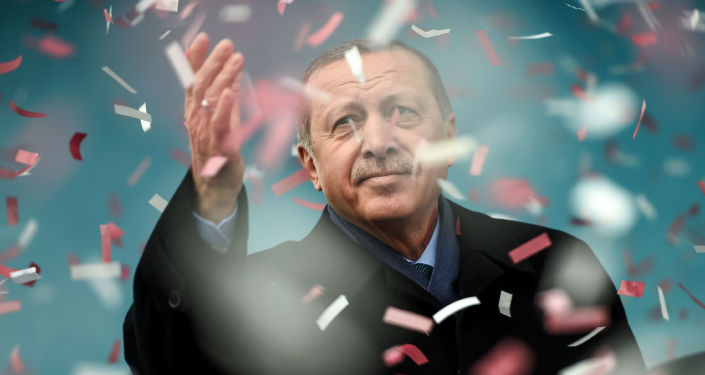 Turecký prezident Recep Tayyip Erdogan na mítinku v Istanbulu