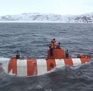 Podvodní trénink  záchranných aparátů Severní flotily