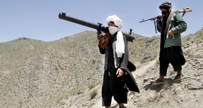 Tálibové se zbraněmi
