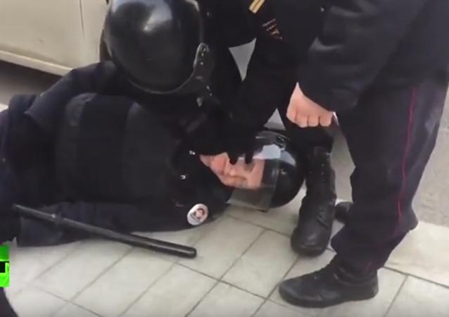 Poranění policisty účastníkem nepovolené protestní akce v Moskvě