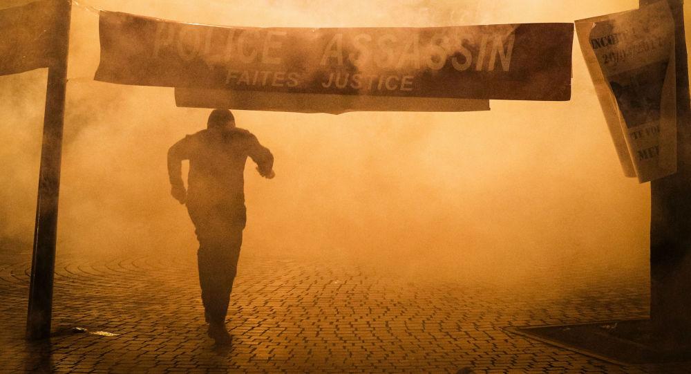 Protestní akce v Paříži proti vraždě čínského migranta
