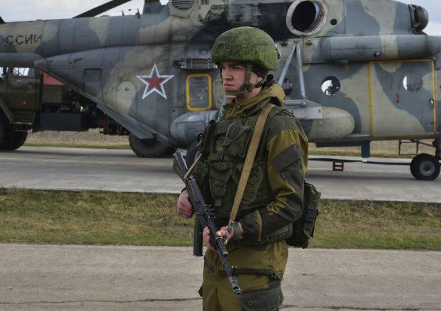 Ruský voják na výcvikovém prostoru na Krymu