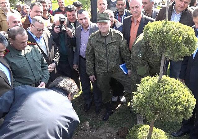 Ruští vojáci vysadili stromy v Aleppu