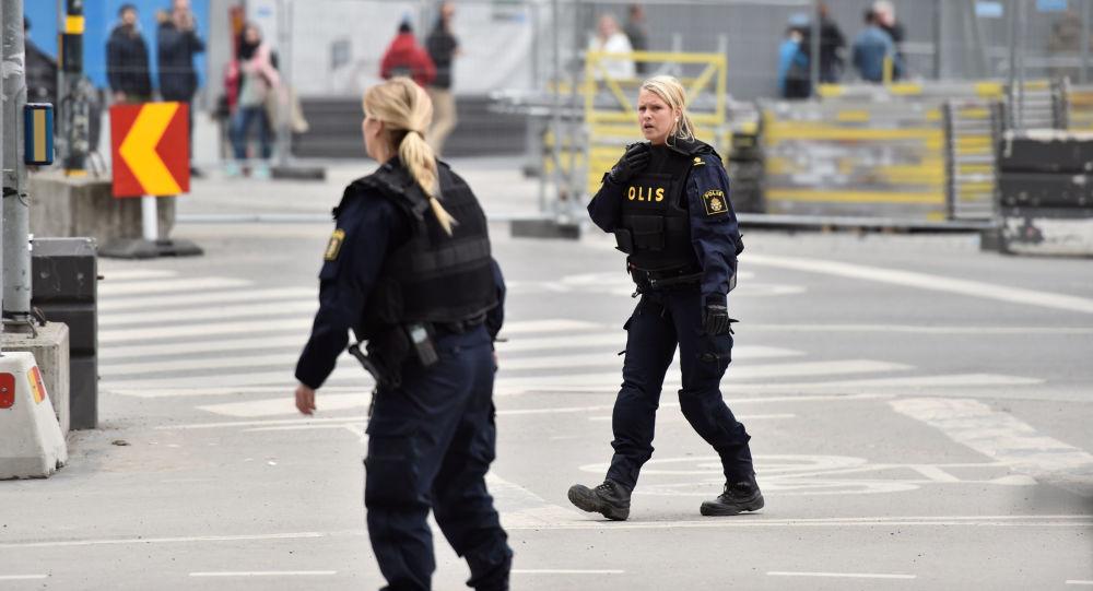 V centru Stockholmu najel nákladní vůz do lidí