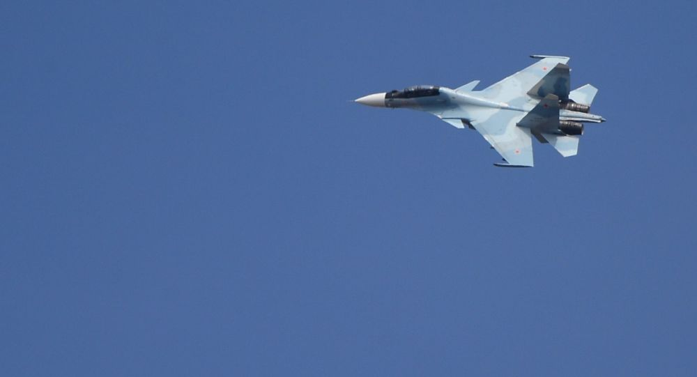 Истребитель Су-30 на втором отборочном этапе окружного конкурса Авиадартс-2017 на аэродроме Цнтральная Угловая в Приморском крае