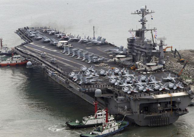 Americká letadlová loď John C. Stennis během cvičení v Jižní Koreji. Archivní foto