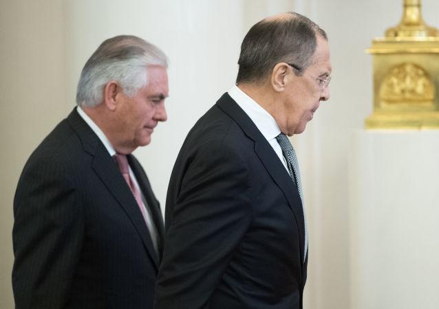 Kravál na MZV. Za co Lavrov pokáral americké novináře