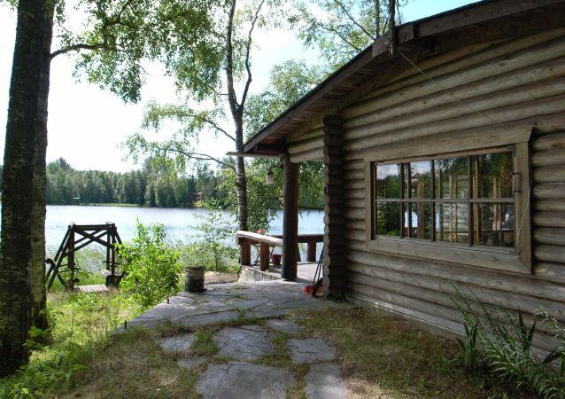 Dům u jezera ve Finsku