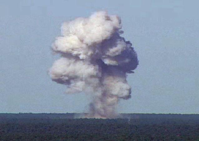 Zkouška bomby GBU-43. Ilustrační foto