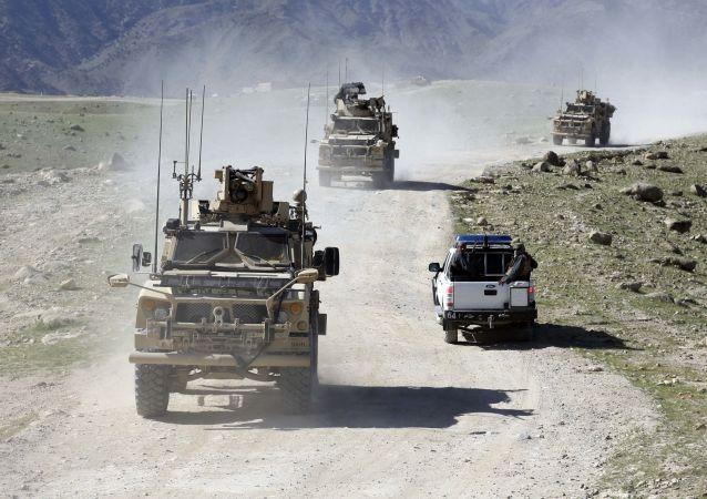 Hlídka amerických a afghánských vojáků