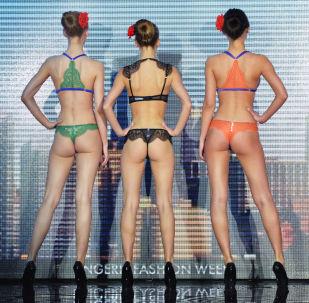 Módní defilé výstavy prádla Lingerie Fashion Week