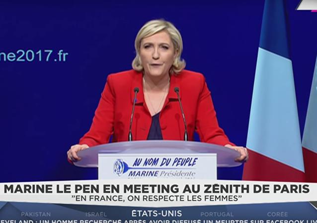 V Paříži se pokusily dvě aktivistky Femen zmařit vystoupení Marine Le Penové