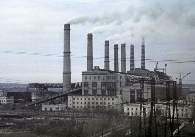 Vědci zaznamenali v atmosféře rekordní koncentraci oxidu uhličitého