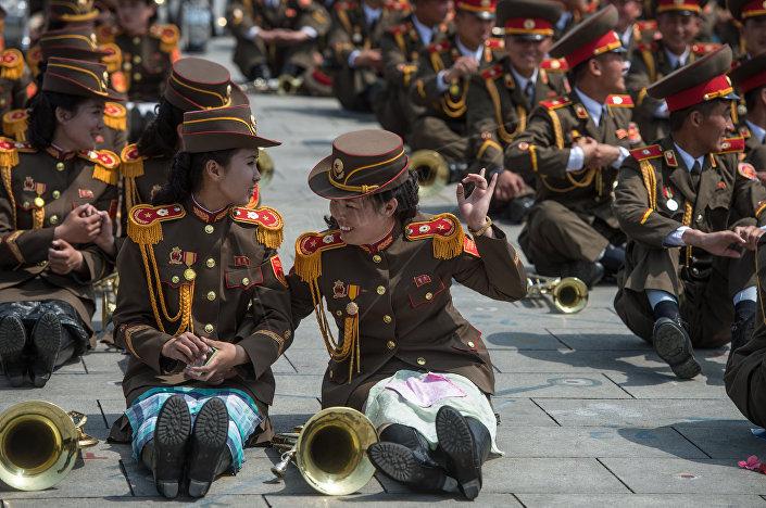 Vojenská přehlídka věnovaná 105. výročí narození zakladatele KLDR