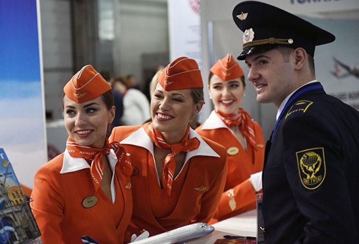 Letušky u stánku Aeroflotu na výstavě NAIS 2017
