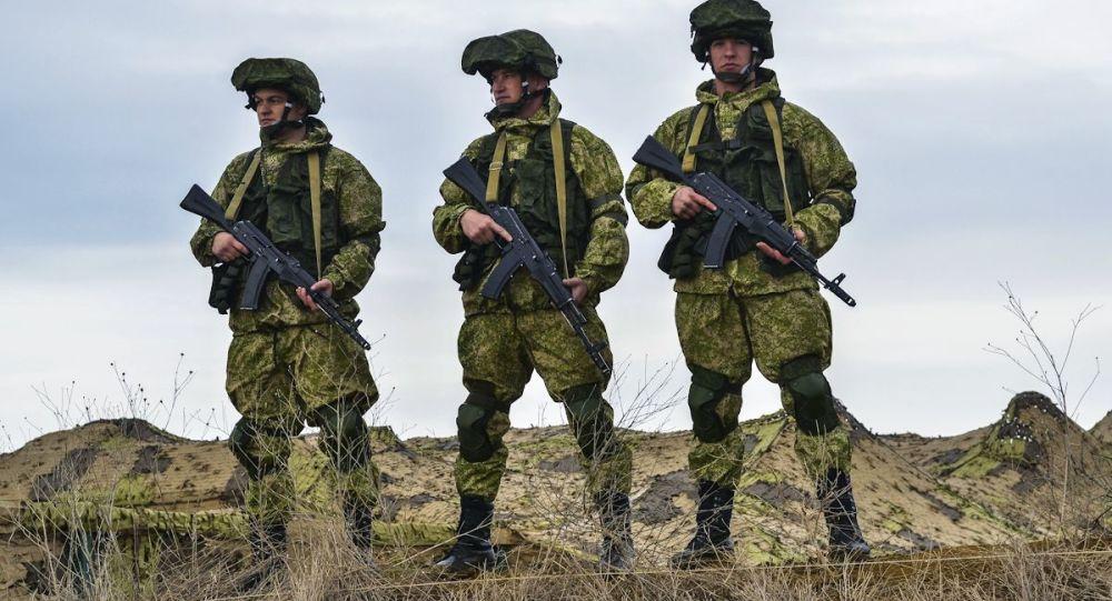 Ruští výsadkáři během cvičení na Krymu