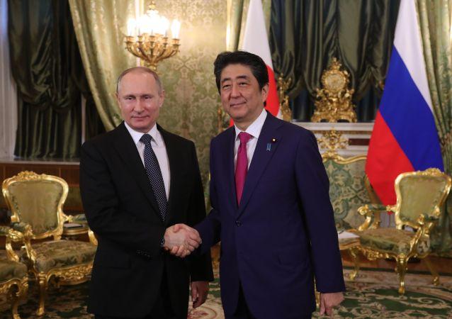 Jednání japonského ministerského předsedy Šinzó Abeho a ruského prezidenta Vladimira Putina