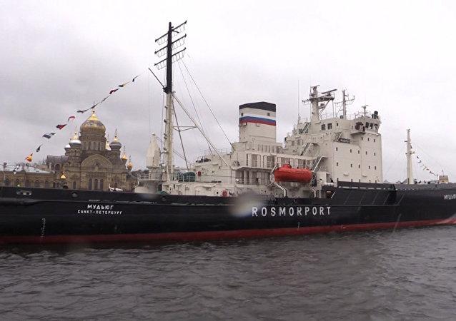 Přehlídka mořských obrů: festival ledoborců v Petrohradě